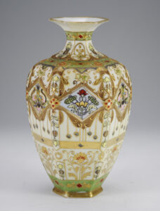 草花文花瓶